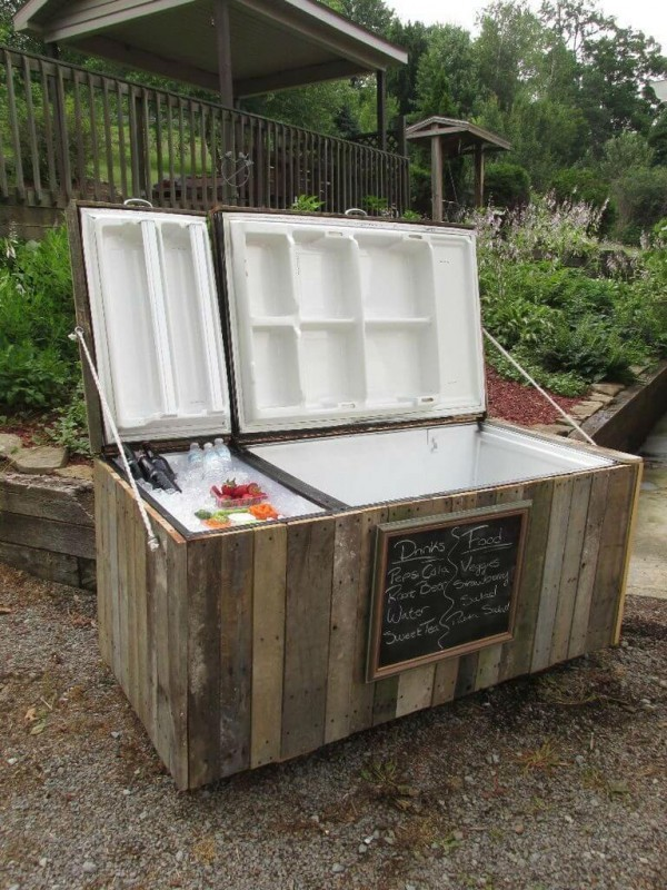 Во что можно превратить старый холодильник